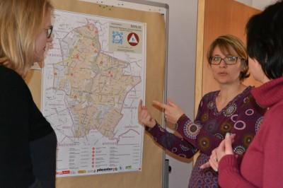 Bezirkstag Marzahn-Hellersdorf – Anett Dubsky leitet das Netzwerk Alleinerziehende mit seinen vielen InfoPoints