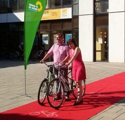 Roter Teppich für Radfahrer*innen